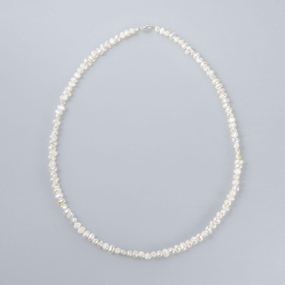Perlenkette, flat, weiß, Stahldraht ummantelt, 42 + 45cm, Silberschließe